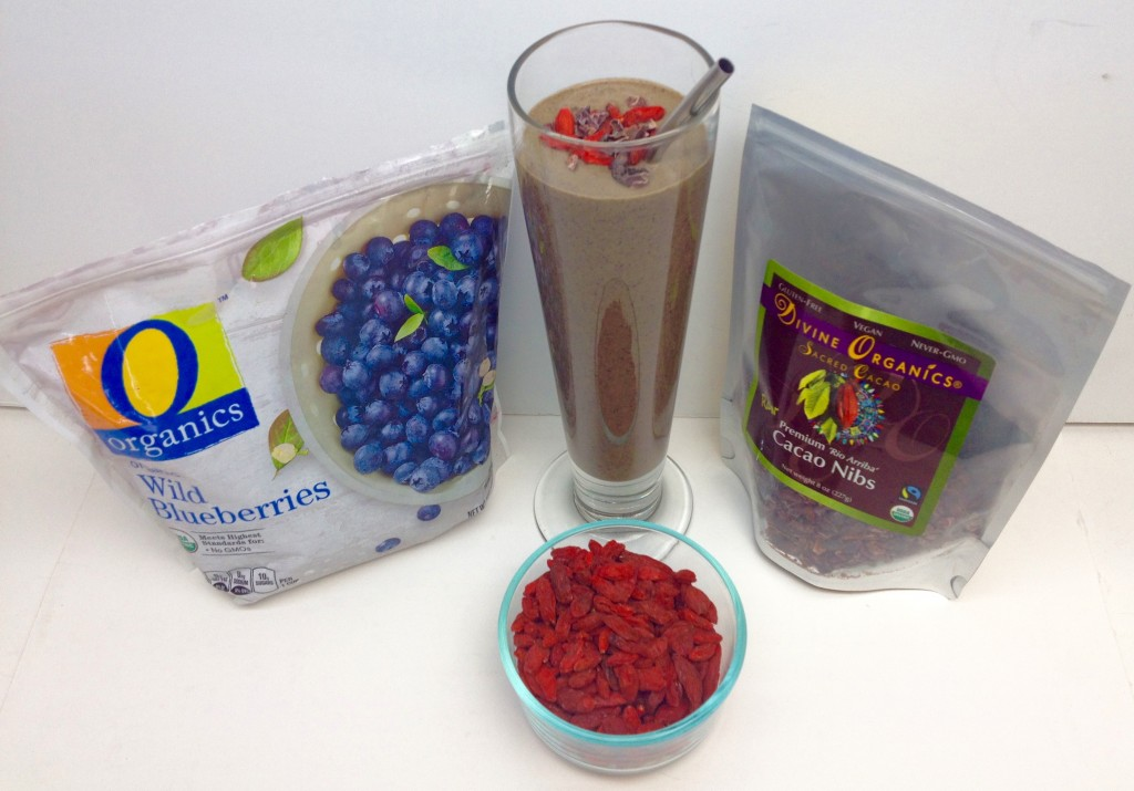 superfood smoothie blueberries cacao goji berries